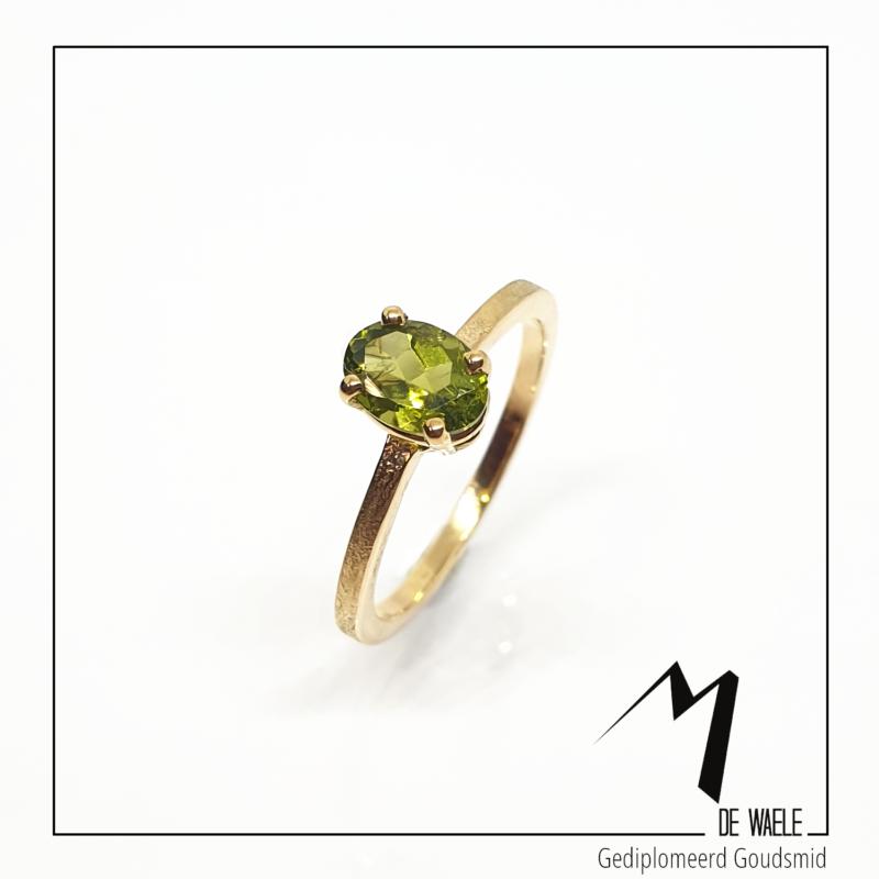 Handgemaakte solitaire ring met toermalijn